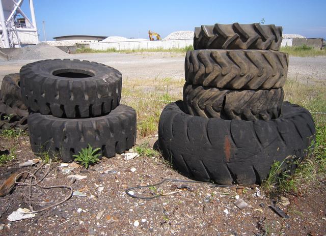 タイヤの交換時期のひび割れを見誤ると危険☆確認ポイント3点