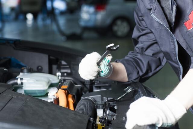 車検を安く済ませるためには法定費用と整備点検の2つの費用を理解する必要がある